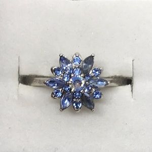 Jewelry - Beautiful blue flower burst ring size 9